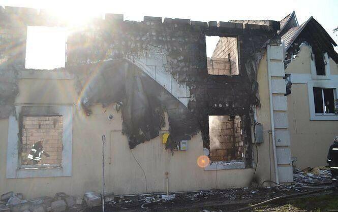 """Пожар в доме престарелых """"Родной очаг"""" в Леточках четыре года назад."""