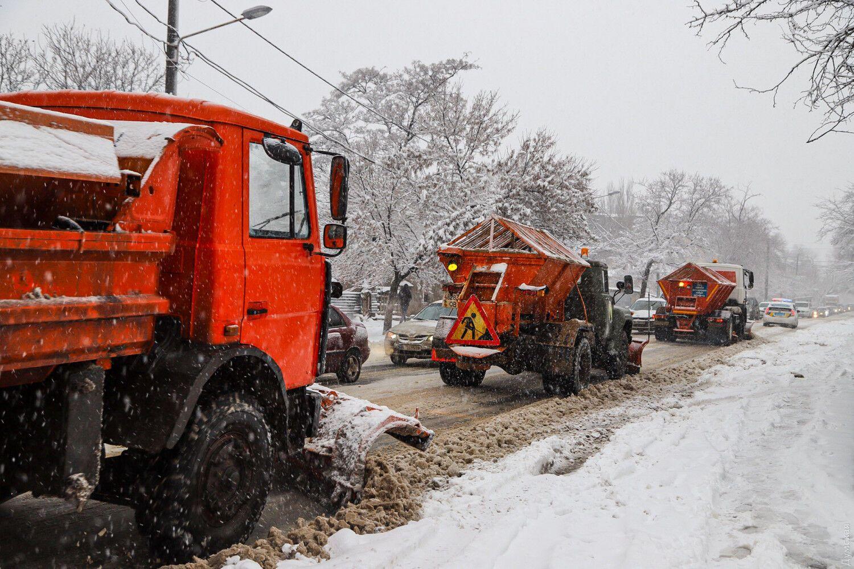 Снігоприбиральна техніка в Одесі.