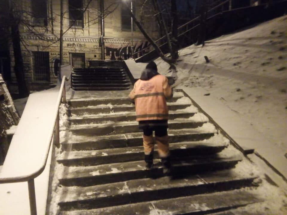 В Киеве из-за снегопада образовались многочисленные пробки. Карта