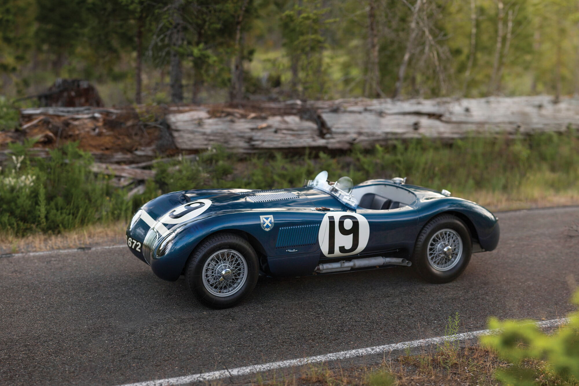 Jaguar C-Type Works Lightweight, финишировавший 4-м в Ле-Мане в 1953 году, был продан за астрономическую сумму $13,2 млн