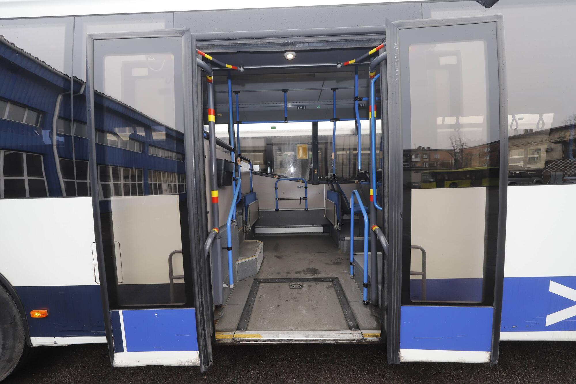 В автобусах предусмотрена перевозка людей с инвалидностью, пожилых людей и мам с детскими колясками