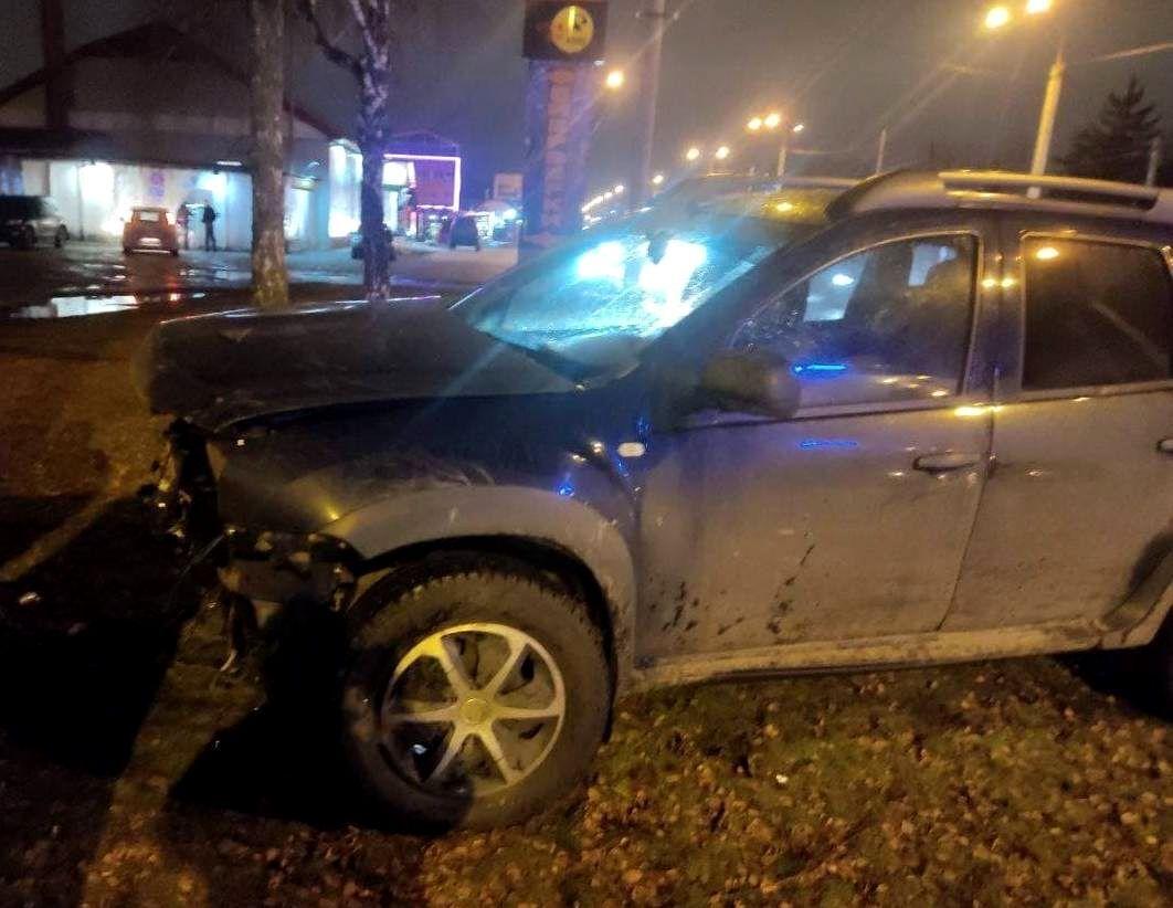 П'яний водій Renault Duster виїхав на смугу зустрічного руху.