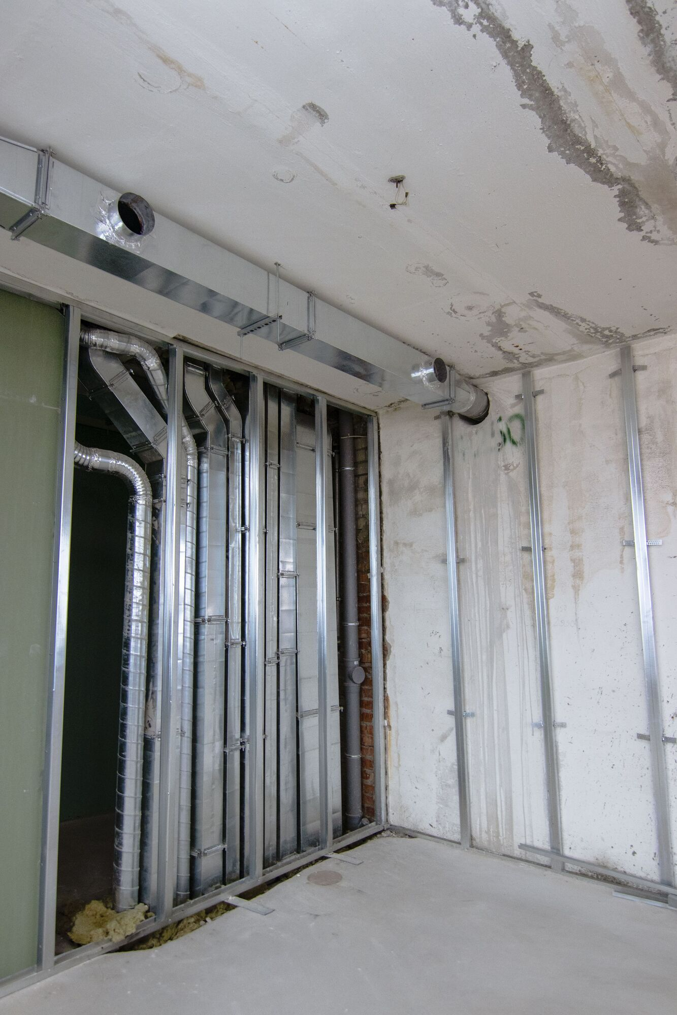 Устроена система вентиляции и охлаждения воздуха