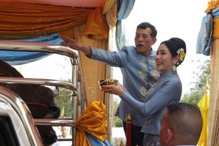 Церемония на день рождения наложницы короля Таиланда.