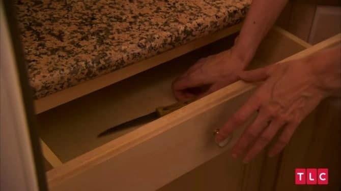 У Элизабет всего лишь один кухонный нож
