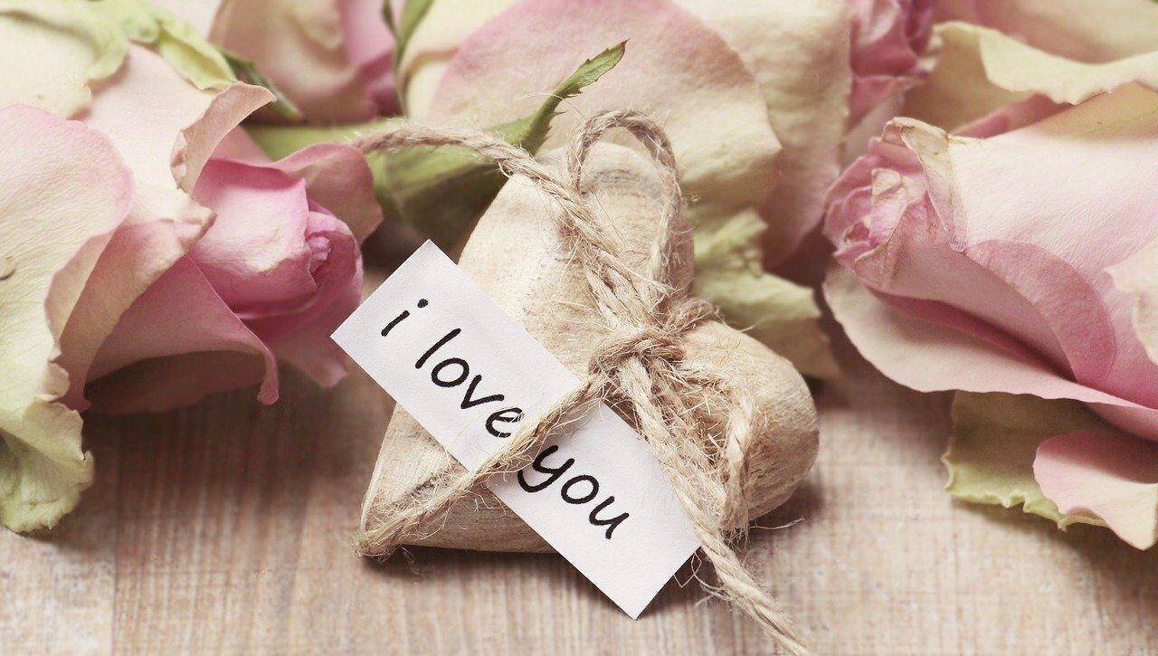 Подарунок хлопцеві на День Валентина варто вибирати виходячи з його уподобань