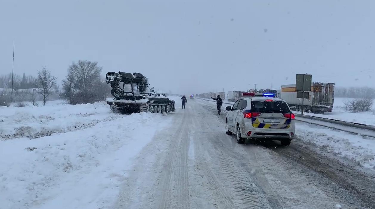 На трассе Одесса – Киев освободили из снежного заноса автобус с пассажирами