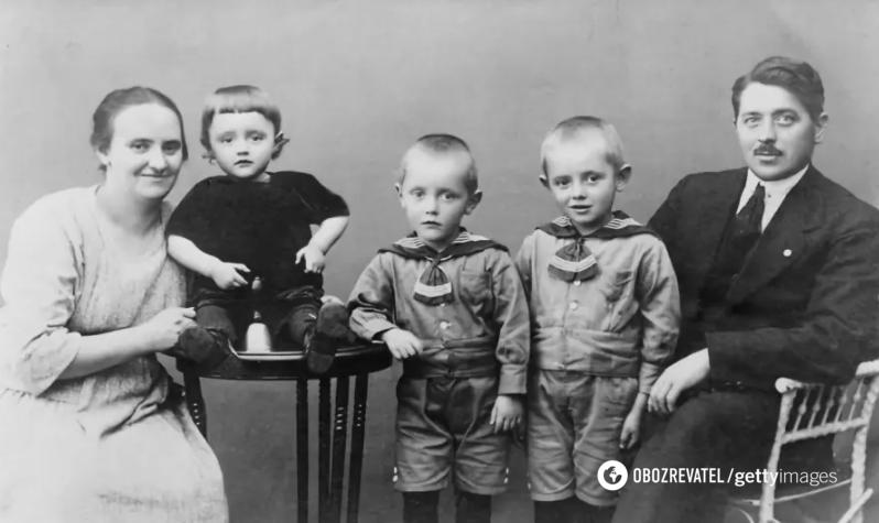 Оле Кірк Крістіансен з сім'єю