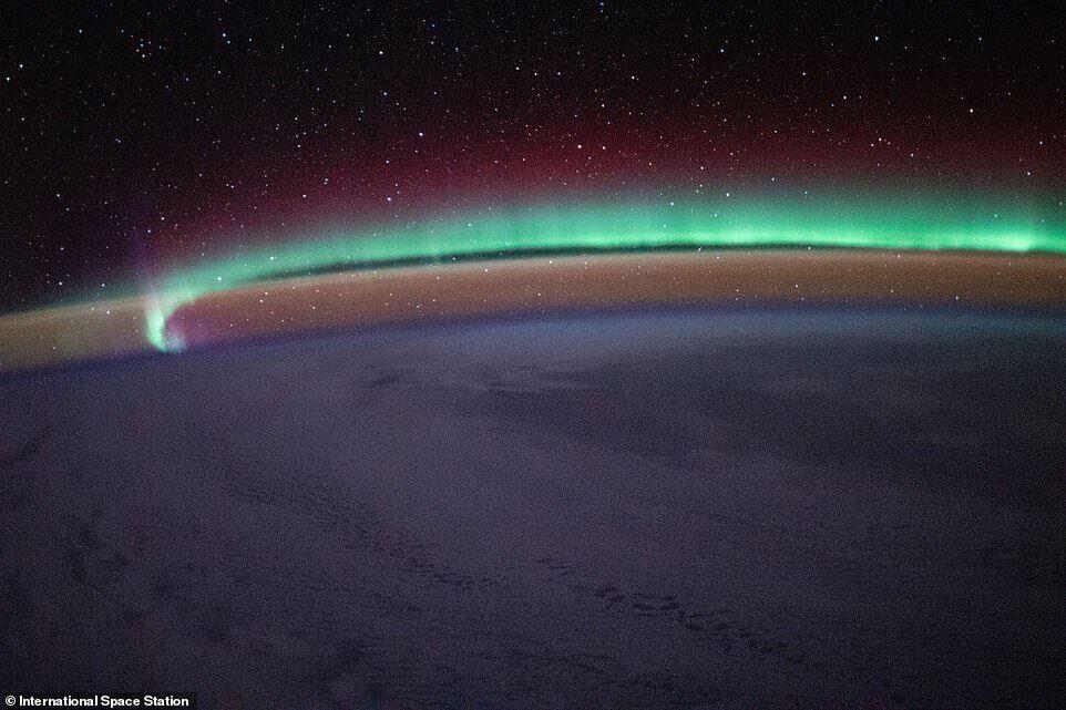 Снимок сделан 18 января, когда МКС находилась над Северной Атлантикой