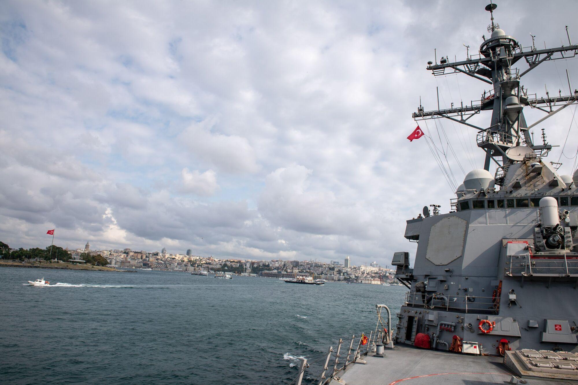 Эсминец военного флота США в Черном море