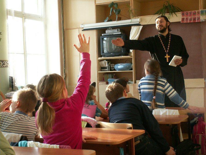 В некоторых областях местные власти настаивают на введении Христианской этики в школах