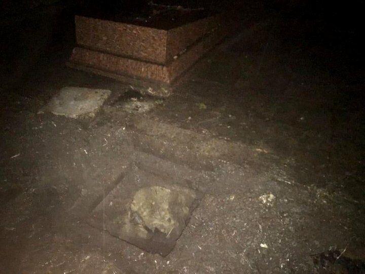 Підкоп знаходився в клумбі за пам'ятником