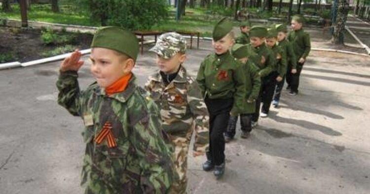 """Кремль перетворює Донбас у """"отруйний пиріжок"""""""