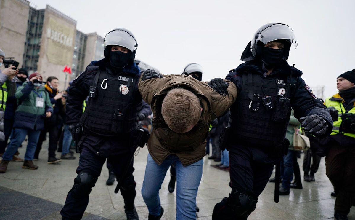 Только в Москве за участие в мирном митинге задержали более 1,5 тысяч человек