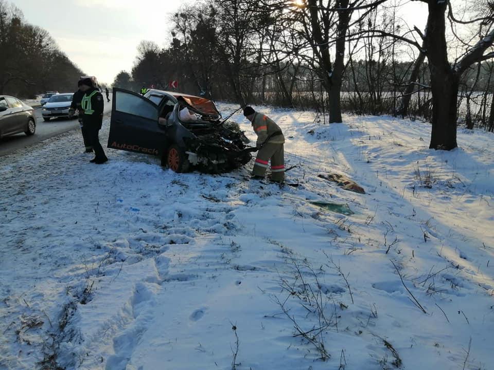 У Рівненській області зіткнулися легковий автомобіль Toyota і вантажівка