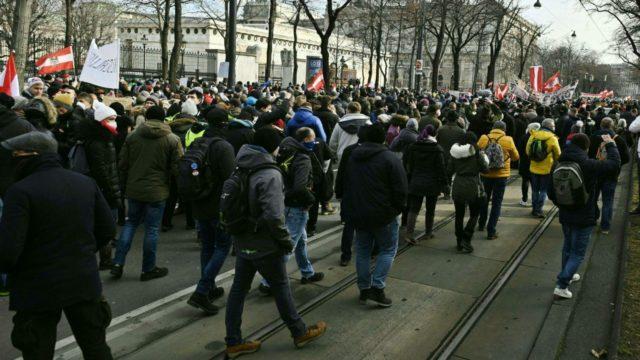 У центрі Відня зібралися близько 5 тисяч протестувальників
