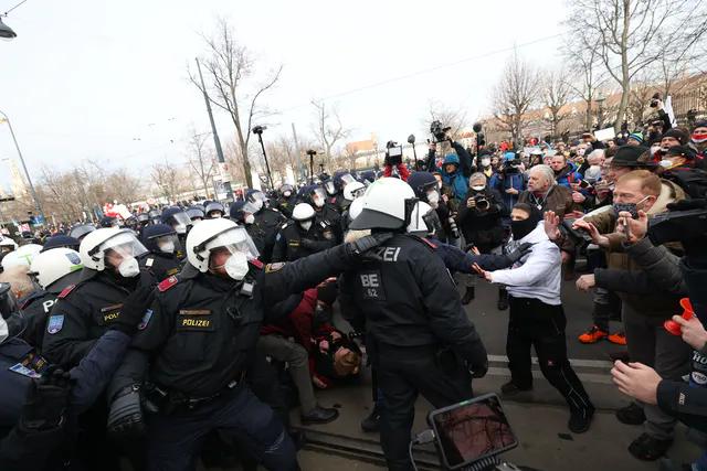 Протести в Австрії спровокувало введення владою посиленого карантину