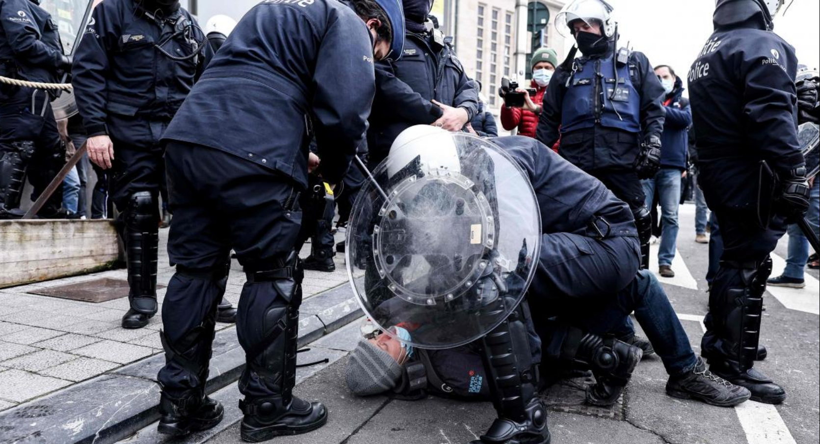 Полиция Брюсселя арестовала 488 участников протестов