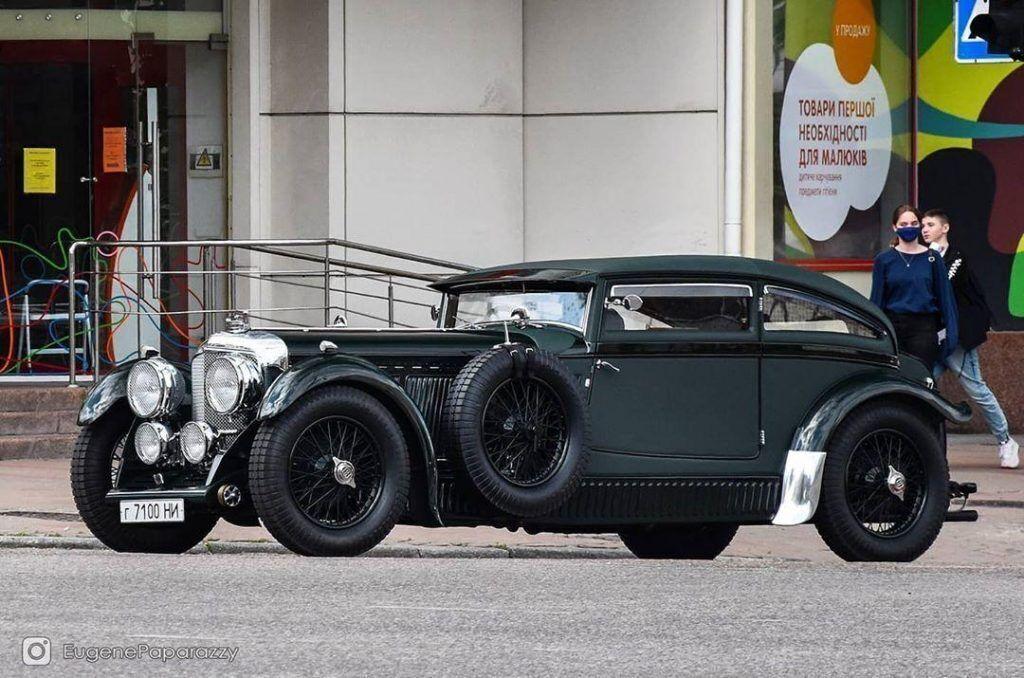 Мастерски выполненная копия Bentley Speed Six.