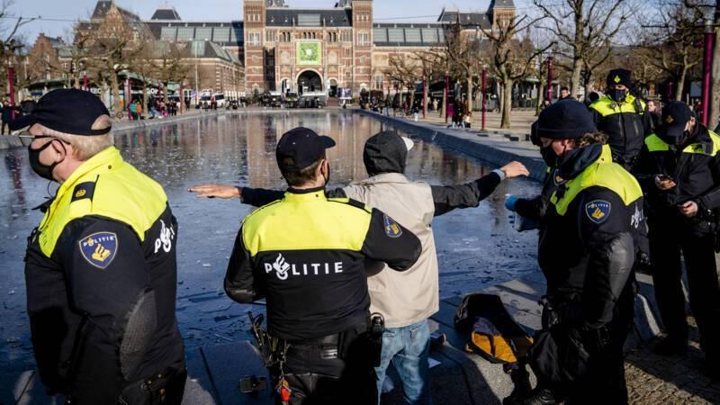 В Нидерландах протестуют против карантина