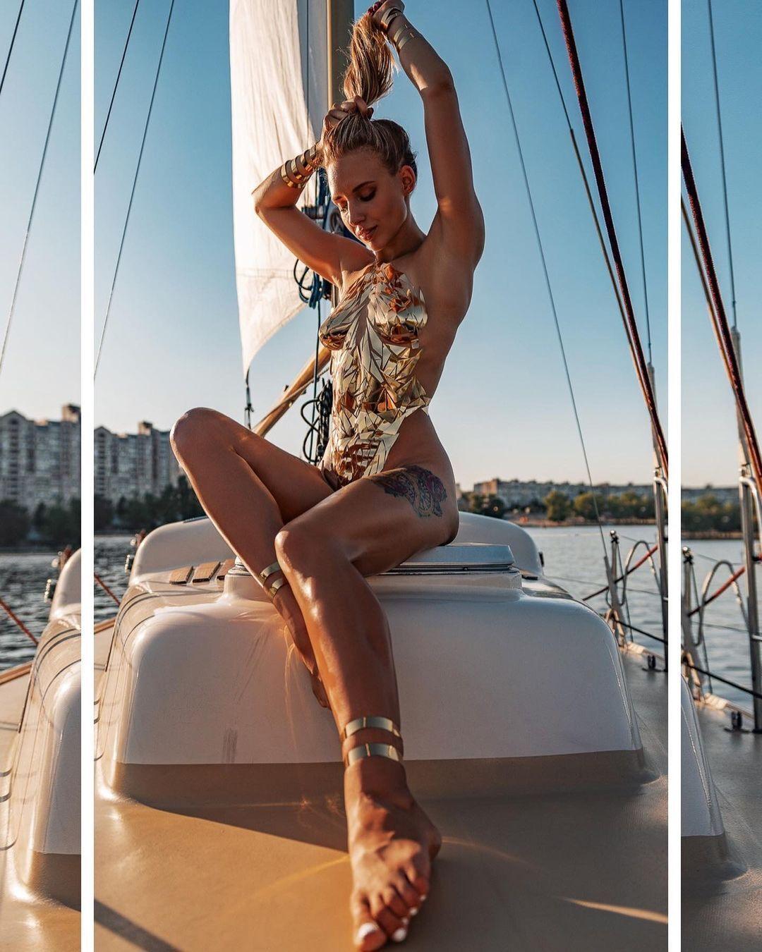 Украинская чемпионка мира снялась обнаженной в наклейках