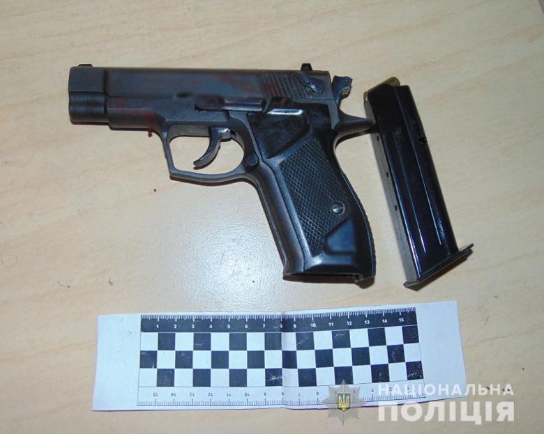Полиция изъяла оружие и четыре гильзы