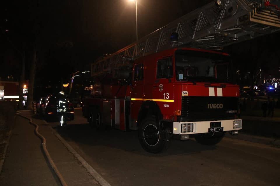 Пожарные не могли проехать из-за припаркованных авто