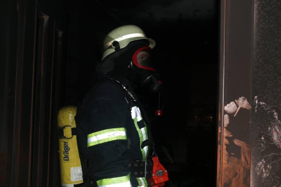 Спасатель на месте пожара