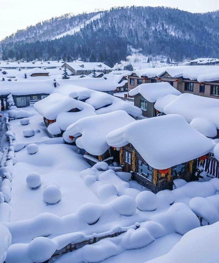 Снег в деревне