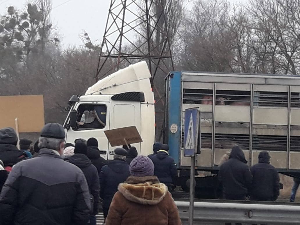 По трассе Киев – Харьков нельзя проехать