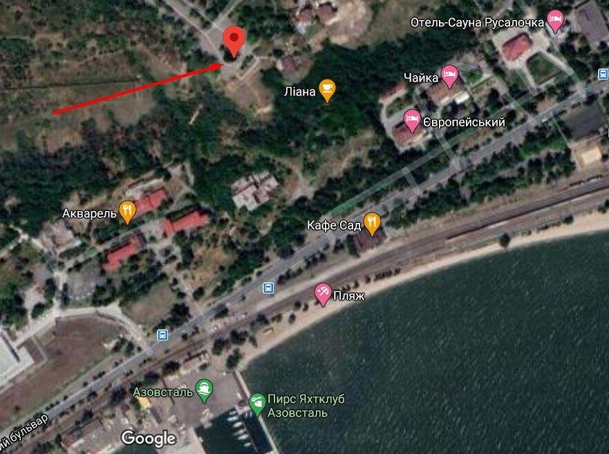 Смотровая площадка находится в парковой зоне в Приморском районе Мариуполя