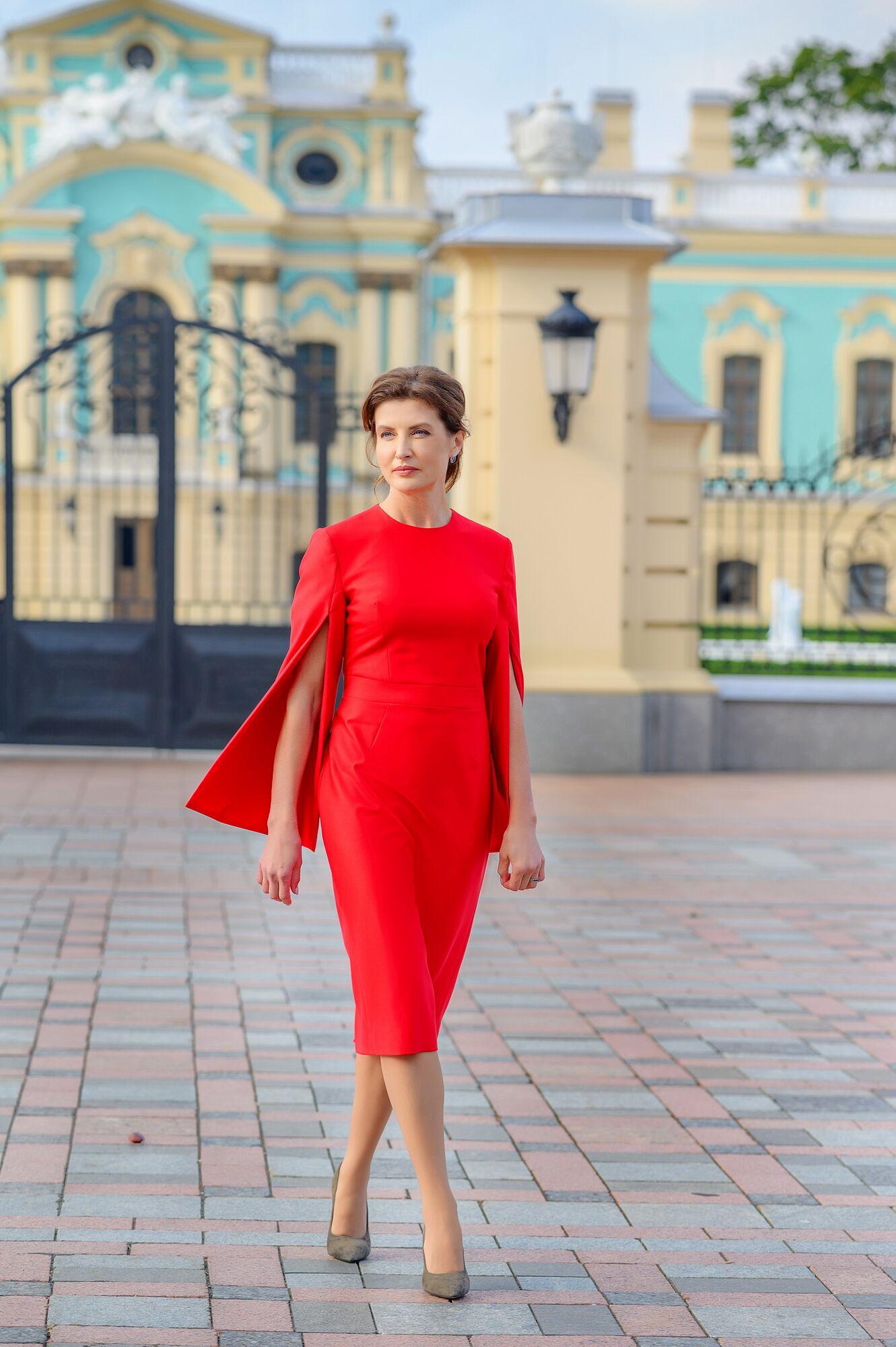"""Марина Порошенко в платье с """"разрезанными"""" рукавами"""