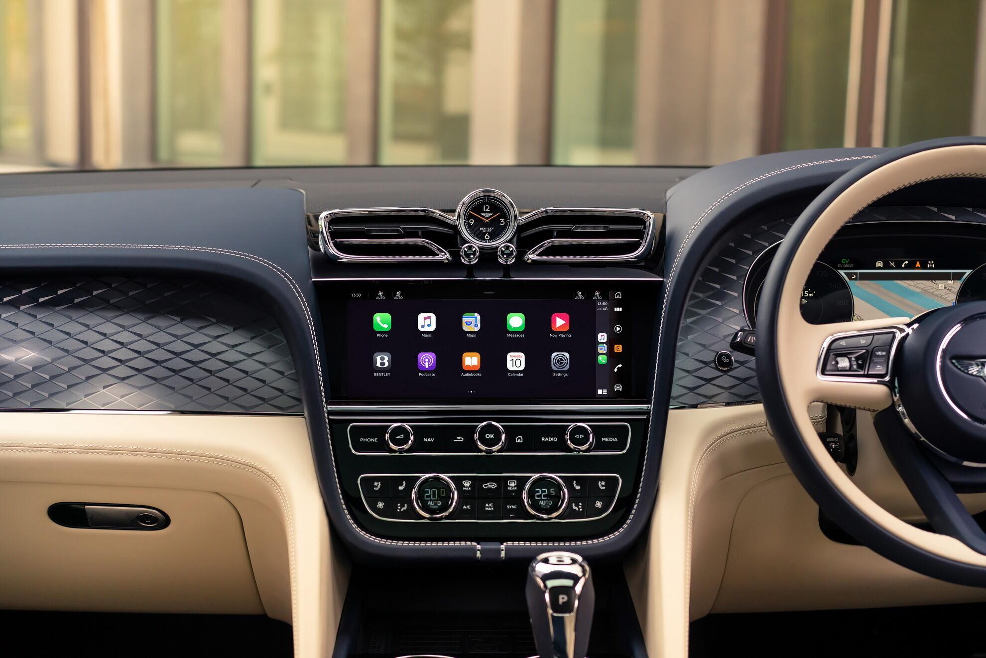 Нова інфо-розважальна система отримала широкоформатний 10,9-дюймовий екран та розширений функціонал