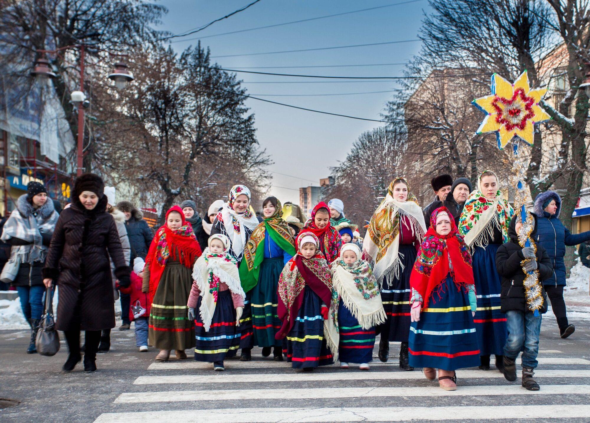 8 січня починали колядувати жіночі компанії