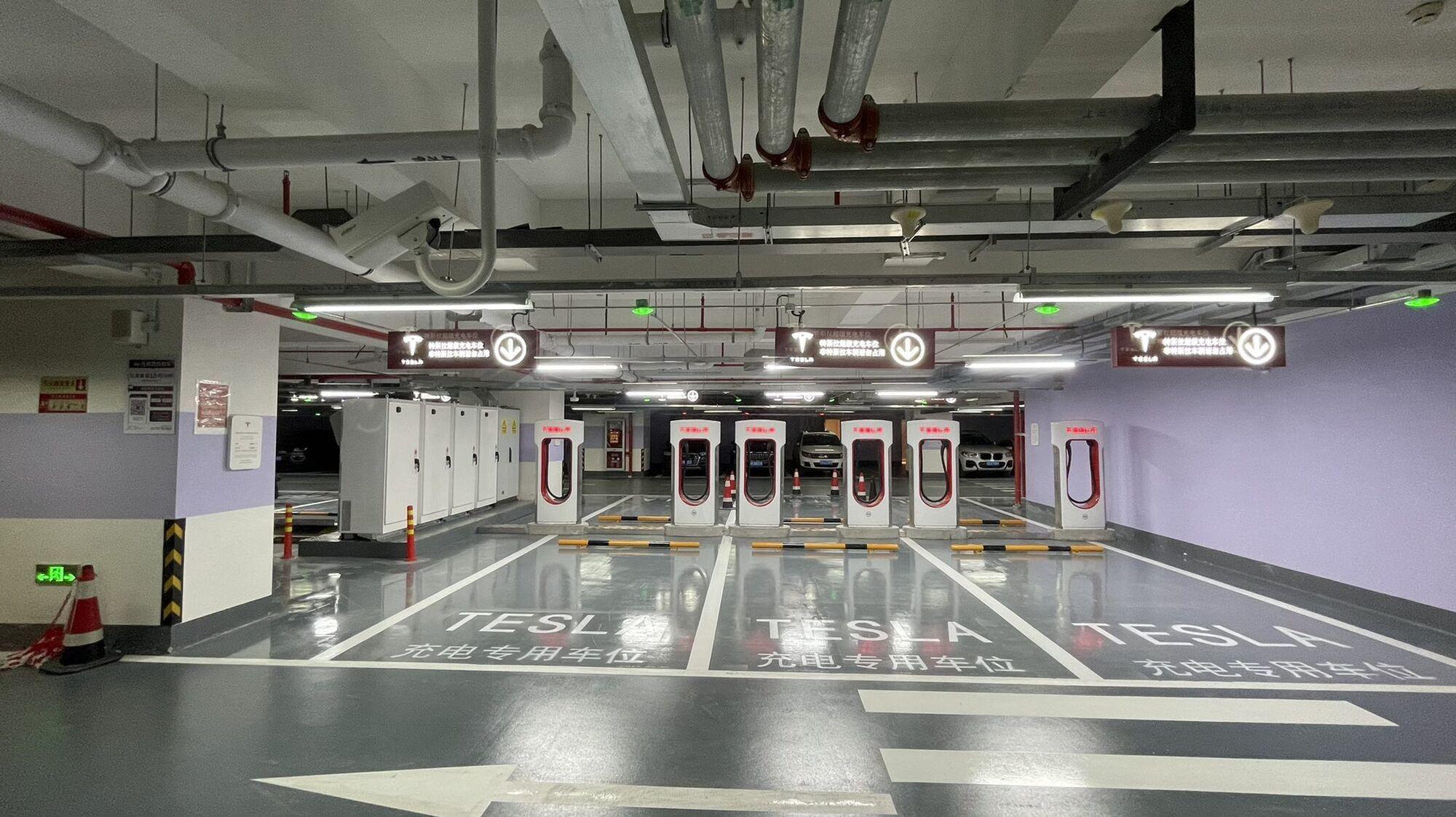 У Шанхаї використовуються термінали Supercharger V2 потужністю до 150 кВт