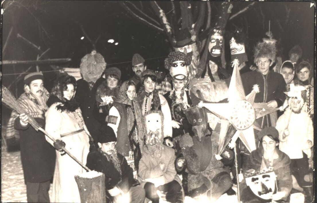 Різдвяний вертеп дисидентів у Львові 1972 року. Фото з кримінальної справи Стефанії Шабатури