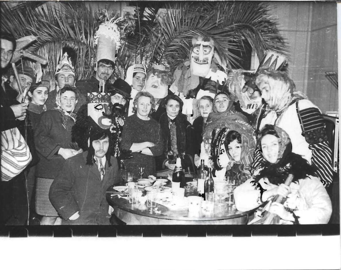 Спільне фото ватаги колядників. Львів. 1972 рік