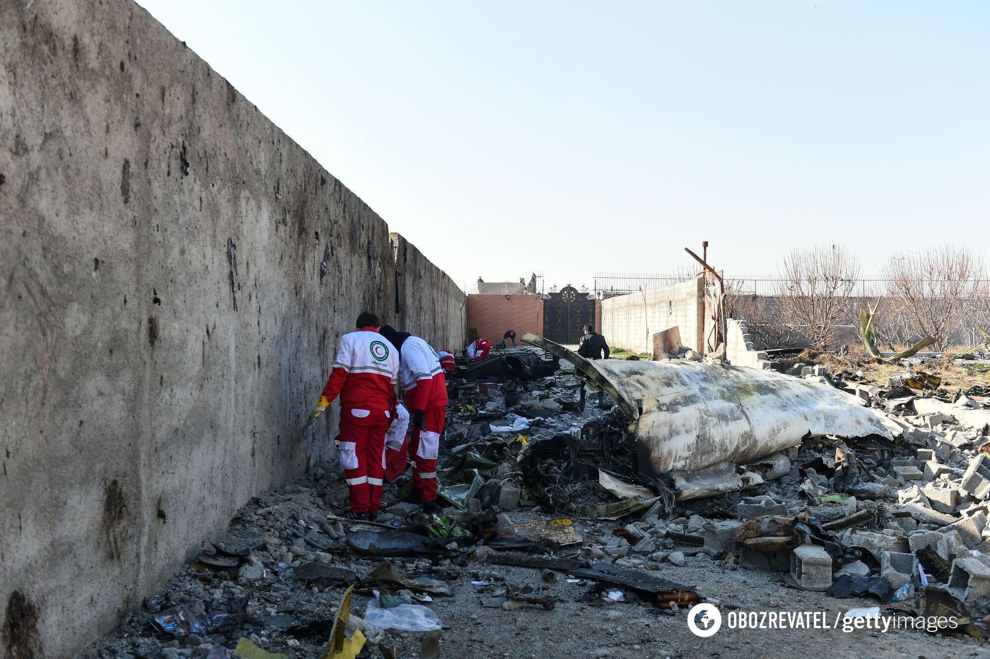 Эксперты работают на месте падения украинского самолета авиакомпании МАУ