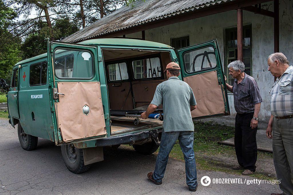 В Україні досі в районах їздять ось такі автомобілі швидкої допомоги