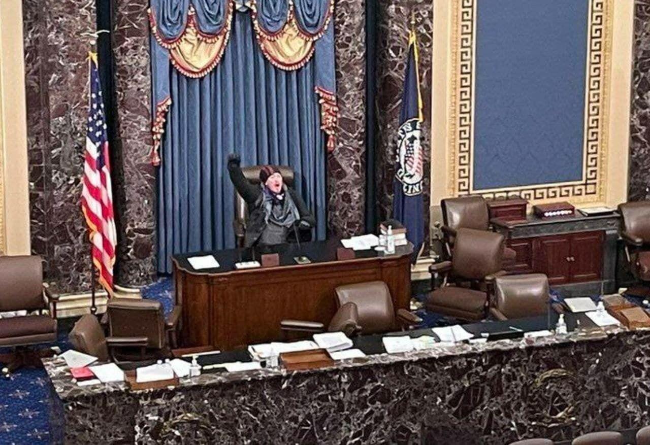 В палату сената ворвались республиканцы