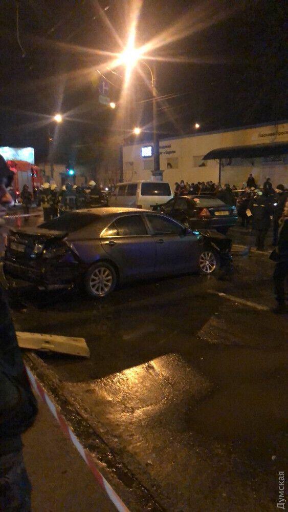 Разбитый авто на месте аварии