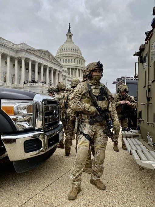 Спецназ возле Капитолия