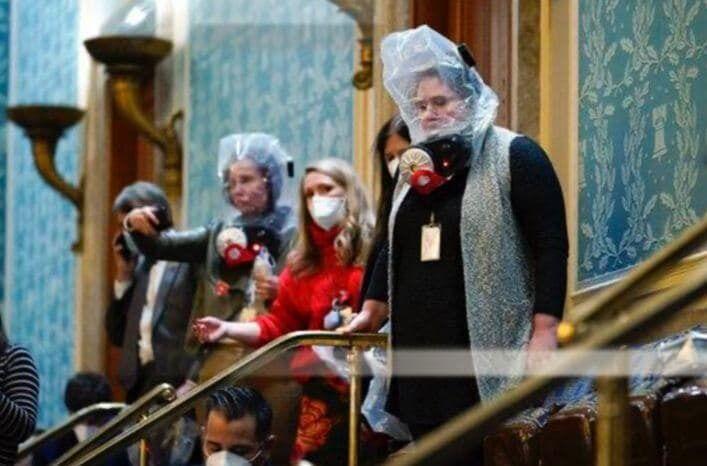 Cотрудники Конгресса надели защитные маски