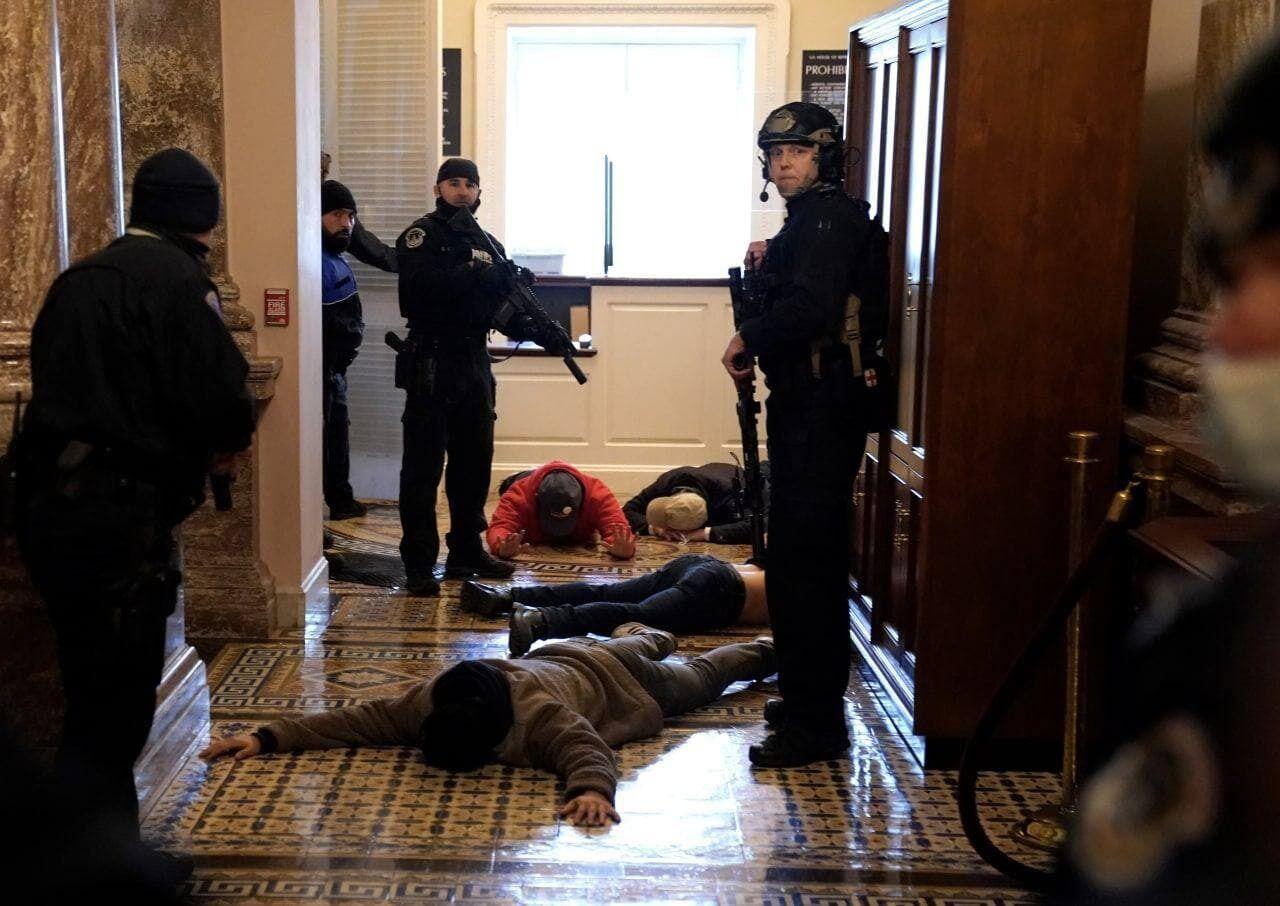 Полиция наводит порядок в Капитолии