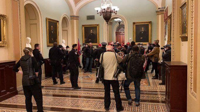 Протестующие в здании Конгресса