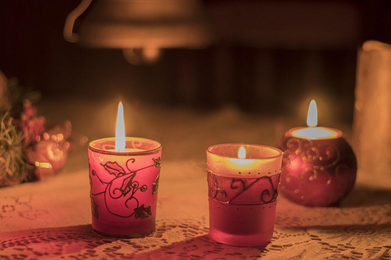 Первый день Святок по обычаю старались проводить дома или у родственников