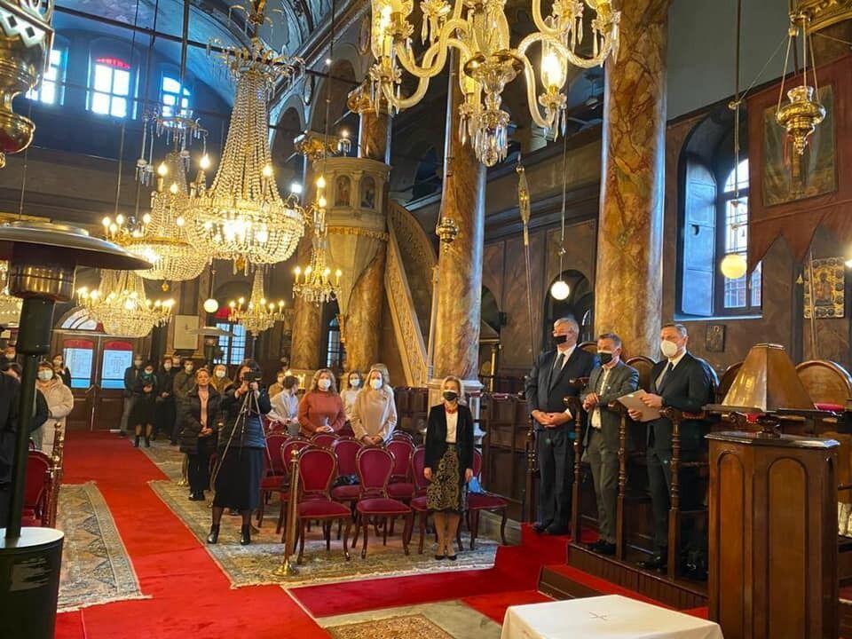 Богослужіння у Храмі Святого Миколая Чудотворця