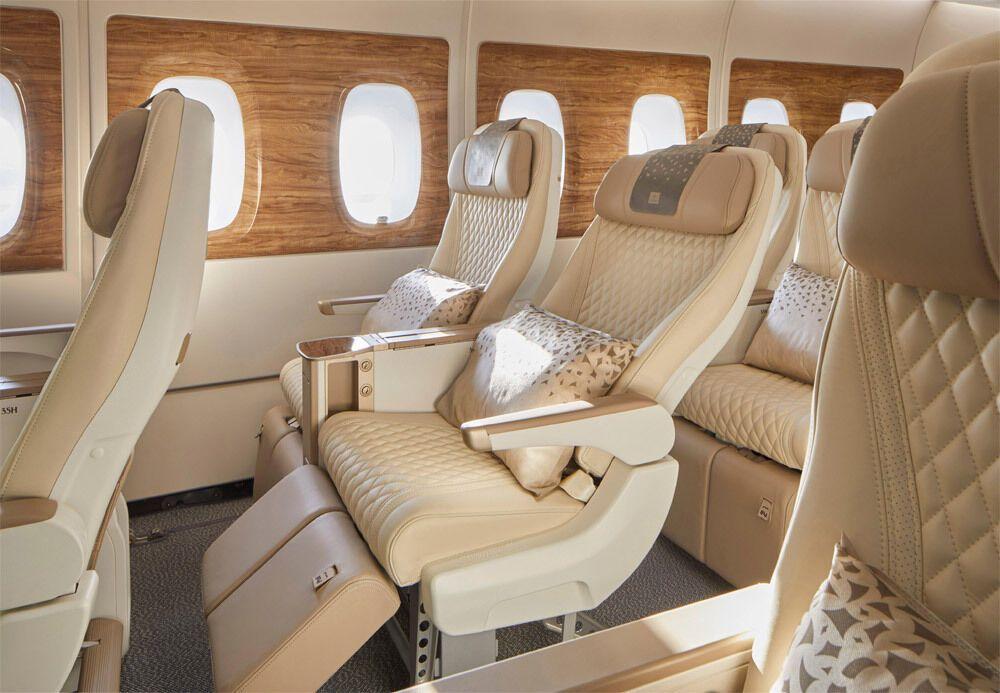 Крісла преміум-економ-класу в Airbus A380 Emirates.