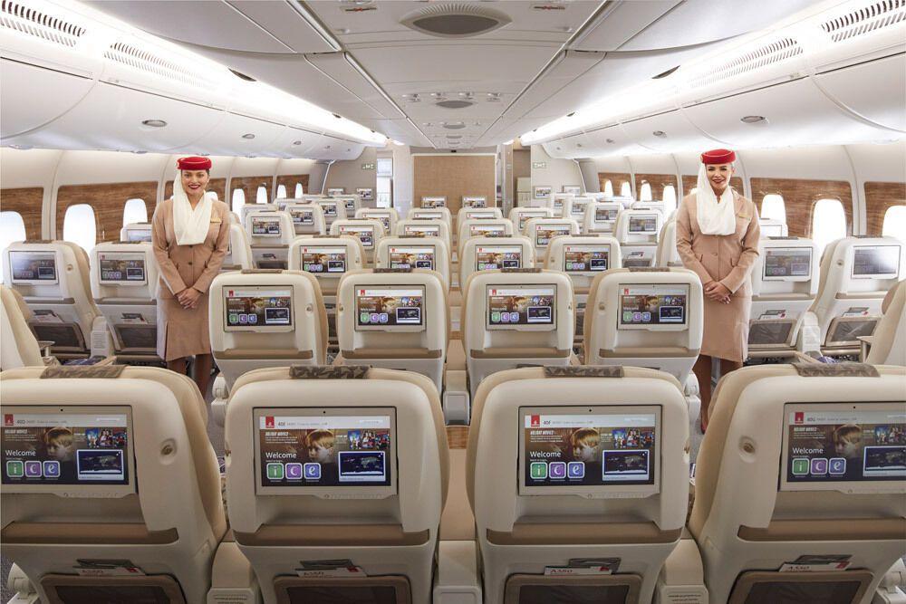 Салон преміум-економ-класу в Airbus A380 Emirates.