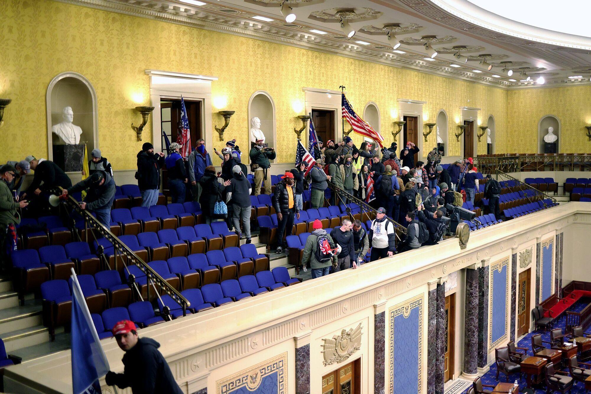 Сторонники Трампа сорвали заседание Сената